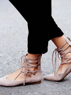 Parisienne: Lace-up Flats