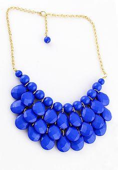 Collier d'or orné de perles bleues