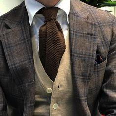 Sartorial inspirations — Shades of brown sport coat. Modern Gentleman, Gentleman Style, Gilet Costume, Gents Fashion, Elegance Fashion, Elegant Man, Herren Outfit, Men Formal, Cardigan Fashion