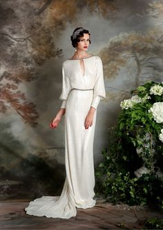 Art deco or Great Gatsby wedding theme is extremely elegant and chic, no wonder that many couples choose it for their big days. Art deco means glam, Art Deco Wedding Dress, Classic Wedding Dress, Art Deco Dress, Art Deco Wedding Flowers, 1930s Style Wedding Dresses, Gatsby Wedding Dress, Estilo Art Deco, Dresses Uk, Trendy Dresses
