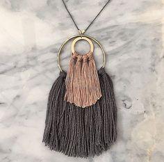 Nº 2 / / collar de fibra / / borla collar