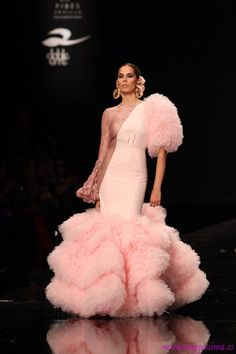 Simof 2015 Gala Dresses, Couture Dresses, Dance Dresses, Fashion Dresses, Look Fashion, Fashion Show, Fashion Design, Mode Rose, Spanish Dress