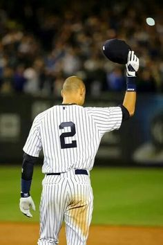 Derek Jeter's last game at Yankee Stadium Yankees Baby, New York Yankees, Nationals Baseball, Sports Baseball, Baseball Pictures, Last Game, Yankee Stadium, Best Fan, Derek Jeter