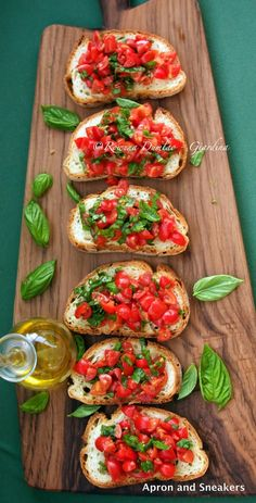 Bruschetta with Tomatoes & Basil Ingredients: 4 slices of bread preferably pane. - Bruschetta with Tomatoes & Basil Ingredients: 4 slices of bread preferably pane casareccio 250 g. I Love Food, Good Food, Yummy Food, Italian Dishes, Italian Recipes, Italian Foods, Italian Cooking, Italian Lunch, Italian Night