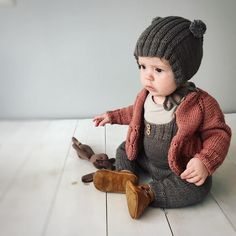 Diy Crafts - dieses,Foto- This page is generated by Plesk, the leading hosting automation software. Baby Outfits, Kids Outfits, Knitted Baby Clothes, Baby Kids Clothes, Knitting For Kids, Baby Knitting, Pinterest Baby, Toddler Fashion, Kids Fashion