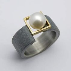 Anillo plata, oro y perla de Luis Comin.