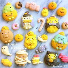Halloween cookies by Dessert Cake Recipes, Cute Desserts, Cookie Recipes, Cute Food Art, Creative Food Art, Macaroon Cookies, Meringue Cookies, Delicious Donuts, Yummy Food