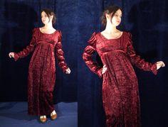 Vintage Regency Medieval Renaissance dress * burgundy red * empire waist * long mameluke sleeve * top with lining * back slit * back zip closure bust > 91 cm Vintage Men, Vintage Fashion, Earthy Style, Red S, Renaissance, Burgundy, Velvet, Gowns, Sleeves