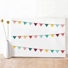 Happy Flags door Oktoberdots, een super vrolijke kaart met veel gekleurde vlaggetjes. De kaart is simpel maar door de vrolijke kleuren en verschillende, gekleurde vlaggenslingers wel erg feestelijk en dus ideaal te gebruiken voor een verjaardag, diploma-uitreiking of een andere feestelijke gelegenheid!