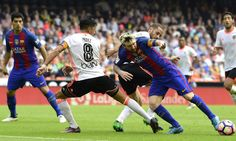 Valencia's midfielder Mario Suarez and Valencia's Argentinian midfielder Enzo Perez (2nd L) vie with Barcelona's Argentinian forward Lionel Messi (R) during the Spanish league football match between Valencia CF and FC Barcelona at the Mestalla stadium in Valencia on October 22, 2016. / AFP / JOSE JORDAN
