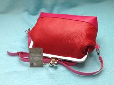 Leather handbag. In red and pink. Www.lilitas.nl