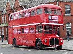 Londres ônibus Routemaster vermelho, Cardiff, País de Gales, Reino Unido