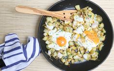 Speedy weeknight suppers: smoked haddock and chive hash recipe - Telegraph Shellfish Recipes, Seafood Recipes, Seafood Meals, Dinner Recipes, Potato Hash Recipe, Haddock Recipes, Slimming Recipes, Fish Dishes, Healthy Eating