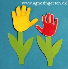 Håndblomsten/ håndtulipanen er endnu et bud på en gave til mors dag, den er fra min allerførste bog, Sjov Med hænder, som jeg udgav først i 2005. På bloggen finder du skabelonen, vedledningen og flere billeder fra bogen via dette link: http://agnesingersen.dk/blog/haandblomster - Easy kids crafts handprint - Kinderbastelideen -