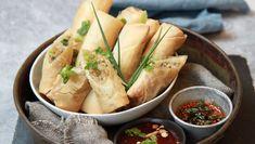 Foto: Tone Rieber-Mohn / NRK Norwegian Food, Norwegian Recipes, Asian Recipes, Ethnic Recipes, Spring Rolls, Frisk, Diy Food, Fresh Rolls, Finger Foods