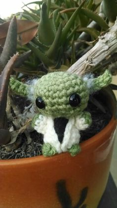 Mini amigurumi Yoda 2.0, now with ear fuzz! (Free pattern by Philae Artes)