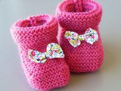 Chaussons bébé tricotés main laine rose et liberty