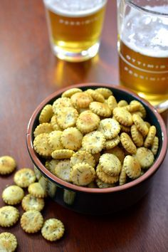 Garlic and Herb Oyster Crackers (Savory Party Mix) Appetizer Recipes, Snack Recipes, Appetizers, Cooking Recipes, Easy Recipes, Herb Recipes, Delicious Recipes, Dinner Recipes, Yummy Snacks