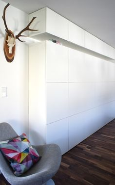 i like this idea of having the height extender of the besta wall unit be attached to the ceiling with a gap in between