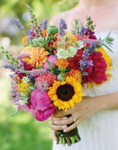 From lavender and daisies to peonies, sunflowers and hydrangea, here's all the wedding flower inspiration you need for your wedding bouquet. Informations About 30 pretty summer bouquet ideas Pin You c Wedding Flower Guide, Blue Wedding Flowers, Diy Wedding Bouquet, Diy Bouquet, Wedding Flower Inspiration, Bridesmaid Flowers, Fake Flowers, Bridal Flowers, Order Flowers