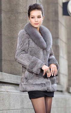 This grey fur coat is so elegant Fur Fashion, Grey Fashion, High Fashion, Womens Fashion, Grey Fur Coat, Fur Coats, Fabulous Furs, Fur Jacket, Autumn Winter Fashion