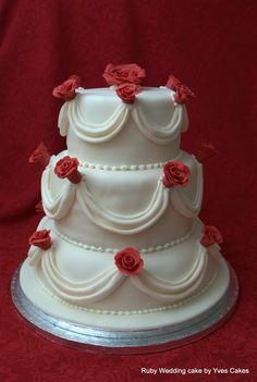 Round Wedding Cakes With Roses