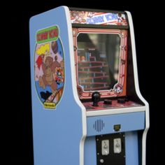 A genius, (I didn't get his name) built this tiny working replica of one of my favorite arcade games from the mikeloveland Donkey Kong, Cool Technology, Back In The Day, Arcade Games, Childhood Memories, Good Times, The Past, Cool Stuff, Retro