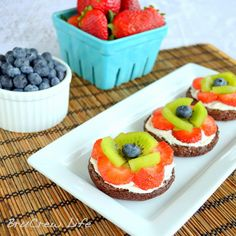 Mini Brownie Fruit Pizzas Prep Time: 20 minutes Yield: 20 mini brownie pizzas Miniature brownie pizzas topped with a cool whip cream cheese mixture and fresh fruit.