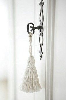 Key tassels - love them! For the desks, wardrobes . Deco Floral, Passementerie, White Cottage, Shades Of White, White Houses, Door Knobs, Bed And Breakfast, Decoration, Candle Sconces