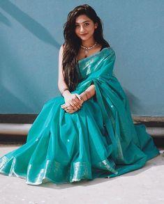 Weddings Do You Want Your Children to Be Like You? Trendy Sarees, Stylish Sarees, Simple Sarees, Bengali Saree, Indian Sarees, Bollywood Saree, Bollywood Fashion, Dress Indian Style, Indian Dresses