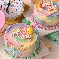 Pretty Birthday Cakes, Pretty Cakes, Birthday Cale, Simple Cake Designs, Korean Cake, Pastel Cakes, Frog Cakes, Think Food, Cute Desserts