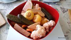Murături asortate la butoi, putină sau găleată (fără oțet) - rețeta ardelenească de legume și fructe murate în saramură. Castraveți murați, Pickling Cucumbers, Food Inspiration, Pickles, Cauliflower, Vegetables, Canning, Kitchens, Recipes, Chef Recipes