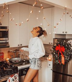 """15.9k Likes, 198 Comments - ⚡️Tezza⚡️ (@tezzamb) on Instagram: """"Christmas music and pancakes ❤️✨ http://liketk.it/2tH9r #liketkit @liketoknow.it #uoonyou…"""""""