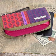 A fun, vibrant wallet that holds all of your necessities! ❤️ #naturallifehappy #VagabondCollection