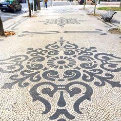 Pebble Mosaic, Stone Mosaic, Pebble Art, Mosaic Art, Mosaic Tiles, Stone Garden Paths, Garden Stones, Mosaic Garden, Garden Art