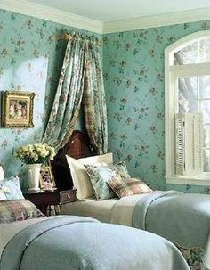Lovely English Cottage guest room!