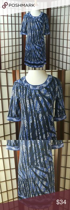 """BCBGMAXAZRIA Short Sleeve Shift Dress Size XXS Pre-owned gently worn no issues BCBGMAXAZRIA Size XXS  Shade of blue and black color Shift dress style Shortsleeve  Made of polyester and spandex   Measurements approximate  Pit to pit 17"""" Shoulder to hem 34"""" BCBGMaxAzria Dresses"""