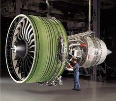 GE90-115B, un motor turbofán de alta derivación desarrollado por ingenieros de General Electric para el Boeing 777