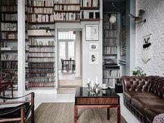 Decoración con libros, discos, películas y cd's