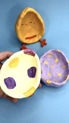 Easter Pinch Pot Idea - Chicks & Eggs - Red Ted Art - Red Ted Art's Easy Air Drying Clay projects for kids! We adore these Easter Pinch Pots. Air Dry Clay Ideas For Kids, Clay Crafts For Kids, Kids Clay, Diy For Kids, Diy Crafts, Paper Crafts, Diy Projects Easter, Clay Projects For Kids, Pinch Pots