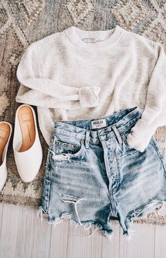 Neutral Outfits for Spring Jess Ann Kirby Ann Jess Kirby neutral Outfit Denim Cutoffs, Mode Outfits, Fashion Outfits, Fashion Women, Women's Fashion, Fashion Shorts, Fashion Sandals, Denim Fashion, Neutral Outfit