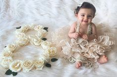 Baby by month Monthly Baby Photos, Monthly Pictures, Baby Girl Photos, Newborn Pictures, Baby Pictures, Couple Pregnancy Photoshoot, Photoshoot Ideas, Baby Chanel, Foto Newborn