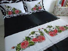 Pintura Bed Sheet Curtains, Bed Sheets, Dress Painting, Fabric Painting, Ruffle Bedding, Bedding Sets, Bed Sheet Painting Design, Bed Cover Design, Big Pillows