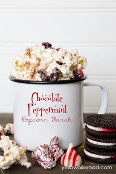 chocolate peppermint popcorn munch
