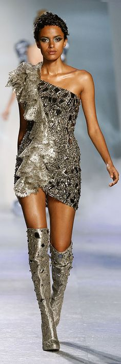 "✪ Zuhair Murad - Couture - ""Winter rhapsody"", F/W 2009-2010  ✪ http://en.flip-zone.com/fashion/couture-1/fashion-houses/zuhair-murad-1017  ☪Women's ♥ Fashion☪☂♀"