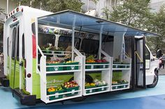 Bus Converted into Mobile Food Market to Bring Healthy Produce to Neighborhoods in Toronto - My Modern Met