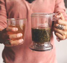 IngenuiTea es lo mejor para preparar tu té. Después de conocerlo te preguntarás ¿Como vivía sin el? Beer, Mugs, Tableware, Tea Pots, Get Well Soon, Ale, Dinnerware, Cups, Tumblers