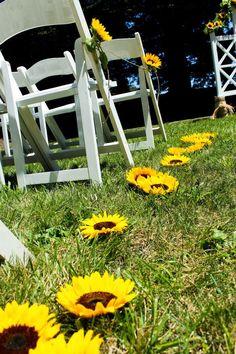 Sunflower Wedding Theme | Wedding Aisle. http://simpleweddingstuff.blogspot.com/2014/02/sunflower-wedding-theme.html