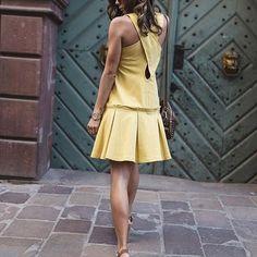 Kochamy ten look😍Fantastyczne sandały na grubym obcasie to ukłon w stronę mody lat 70-tych 😉#rylko #rylkoshoes #rkocollection #sandals #heels #love70s #loveheels #velour #beige #polishbrand #ss2017 #shoponline #trendy #stylish