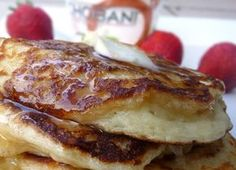 4 ingredient greek yogurt pancakes that are supposed to be THE BEST of any kind of pancake... hmmm gotta try em